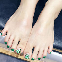 脚部绿色亮片美甲图片