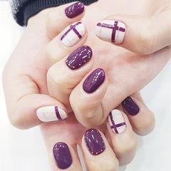 圆形紫色白色线条美甲图片