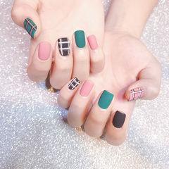 方圆形粉色绿色黑色格纹跳色磨砂美甲图片