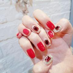 方圆形红色裸色钻美甲图片