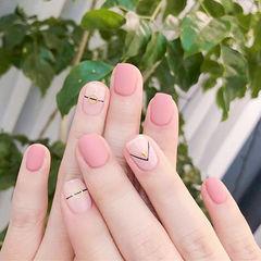 方圆形粉色裸色线条磨砂简约美甲图片