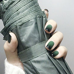 方圆形绿色黑色渐变美甲图片