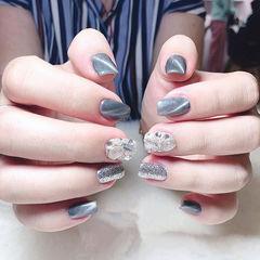 方圆形灰色银色钻猫眼美甲图片