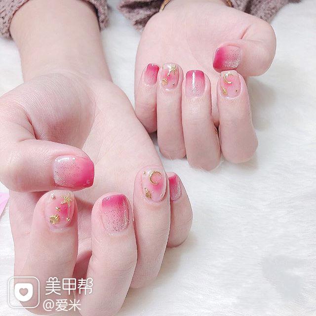 方圆形粉色渐变星月美甲图片