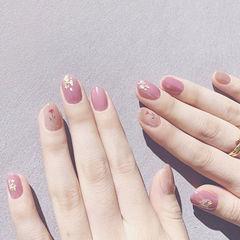 圆形粉色手绘花朵金箔简约美甲图片