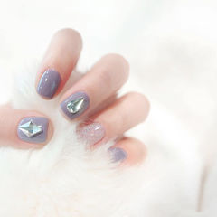 方圆形紫色银色钻美甲图片