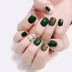 方圆形绿色裸色线条钻美甲图片