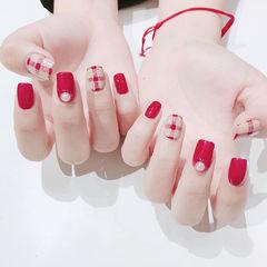 方圆形红色裸色珍珠手绘格纹美甲图片