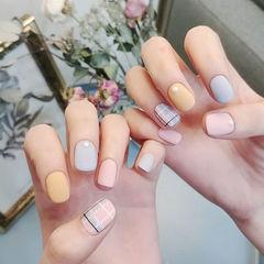 方圆形粉色蓝色黄色格纹跳色磨砂美甲图片