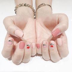 方圆形粉色手绘花朵美甲图片