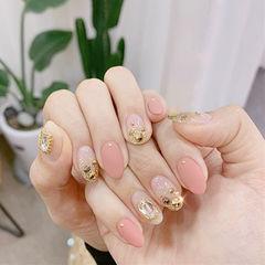 圆形粉色钻磨砂美甲图片