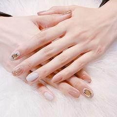 方圆形裸色金色钻跳色简约美甲图片