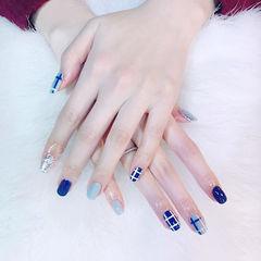 方圆形蓝色银色格子美甲图片