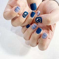 方圆形蓝色线条心形磨砂美甲图片