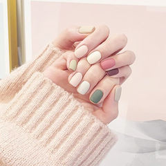 方圆形绿色白色粉色跳色磨砂美甲图片