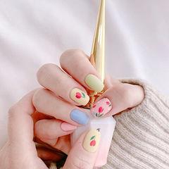 方圆形粉色蓝色绿色手绘花朵跳色美甲图片