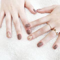 圆形裸色金色跳色短指甲简约美甲图片