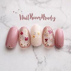 圆形粉色干花金箔日式美甲图片