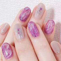 圆形紫色裸色晕染贝壳片美甲图片