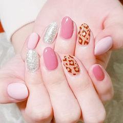 圆形粉色银色棕色手绘豹纹跳色美甲图片