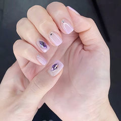 方圆形香芋紫色渐变钻美甲图片