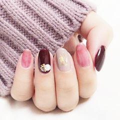 圆形粉色酒红色珍珠金箔跳色美甲图片