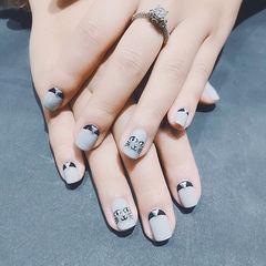 方圆形灰色手绘猫咪可爱美甲图片