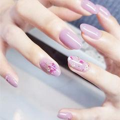 圆形香芋紫色干花简约春天美甲图片