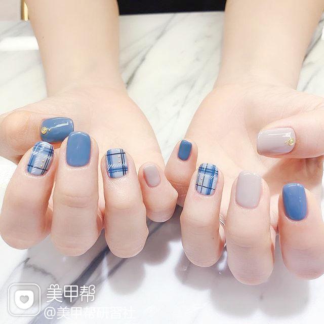 方圆形蓝色裸色格纹美甲图片