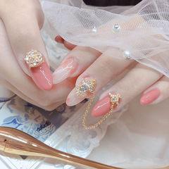圆形粉色晕染钻金属饰品新娘美甲图片