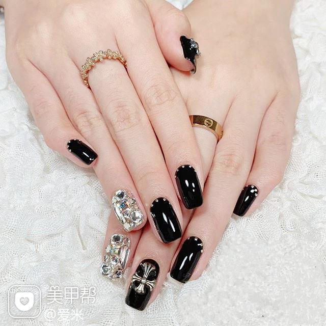 方圆形黑色钻克罗心韩式美甲图片