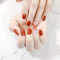 圆形红色渐变贝壳片新娘美甲图片