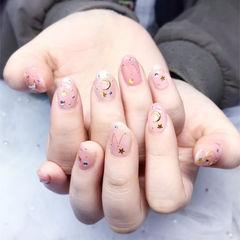 圆形粉色星月春天美甲图片