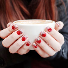 方圆形红色银色渐变短指甲新娘美甲图片