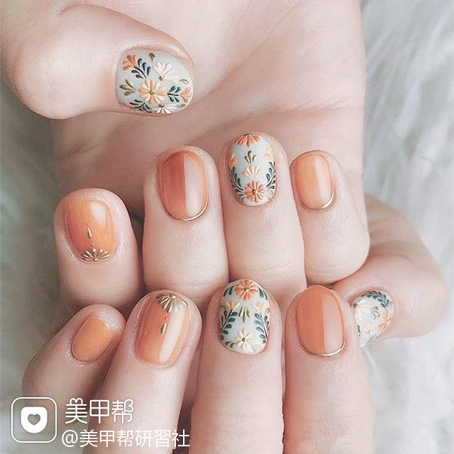 圆形南瓜色手绘花朵春天美甲图片