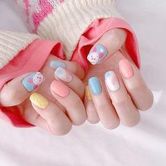 方圆形蓝色粉色金色手绘跳色小猪可爱美甲图片