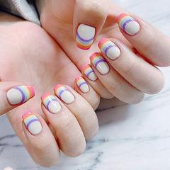方圆形白色手绘彩虹法式美甲图片