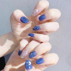 圆形蓝色银色水波纹亮片美甲图片