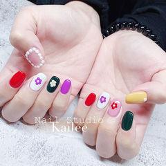 方圆形紫色绿色红色手绘花朵跳色珍珠分享ins美图美甲图片