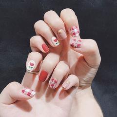 方圆形红色粉色手绘花朵格纹磨砂美甲图片
