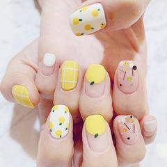 方圆形黄色白色手绘水果圆法式亮片美甲图片