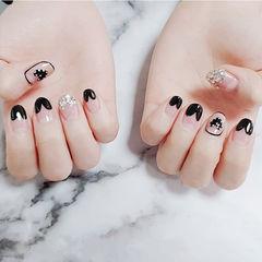 圆形黑色心形法式钻美甲图片