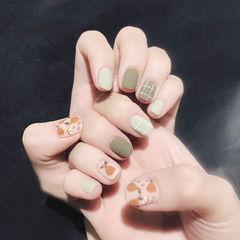 方圆形绿色裸色棕色手绘跳色磨砂格子美甲图片