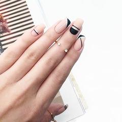 方圆形黑色裸色线条简约磨砂美甲图片