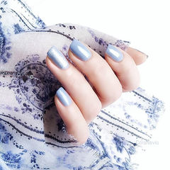 方圆形蓝色纯色简约上班族春天美甲图片