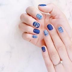 方圆形蓝色格纹磨砂美甲图片