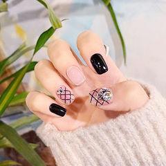 方圆形黑色钻网纹韩式美甲图片