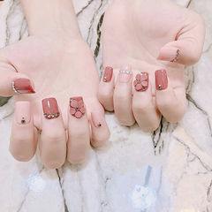 方圆形粉色豆沙色雕花钻新娘美甲图片