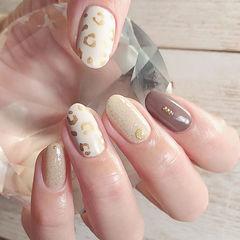 圆形白色棕色金色手绘豹纹美甲图片