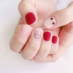 圆形红色裸色笑脸磨砂学生短指甲美甲图片